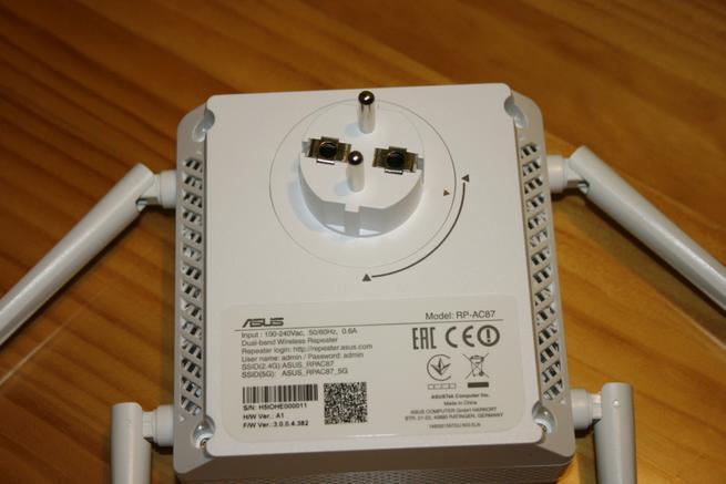 Trasera del repetidor Wi-Fi ASUS RP-AC87