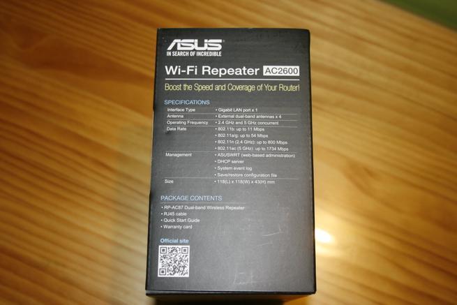 Parte lateral izquierda de la caja del repetidor Wi-Fi ASUS RP-AC87