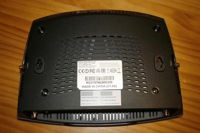 Parte inferior del router neutro Edimax Gemini RE21S de alto rendimiento