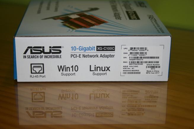 Lateral derecho de la caja de la tarjeta 10G ASUS XG-C100C
