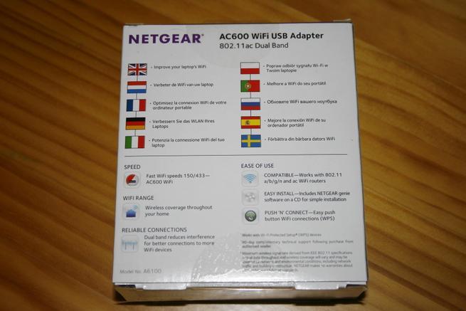 Trasera de la caja del adaptador Wi-Fi NETGEAR A6100