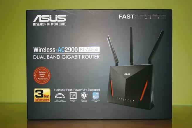 Frontal de la caja del router neutro gaming ASUS RT-AC86U con todas las características