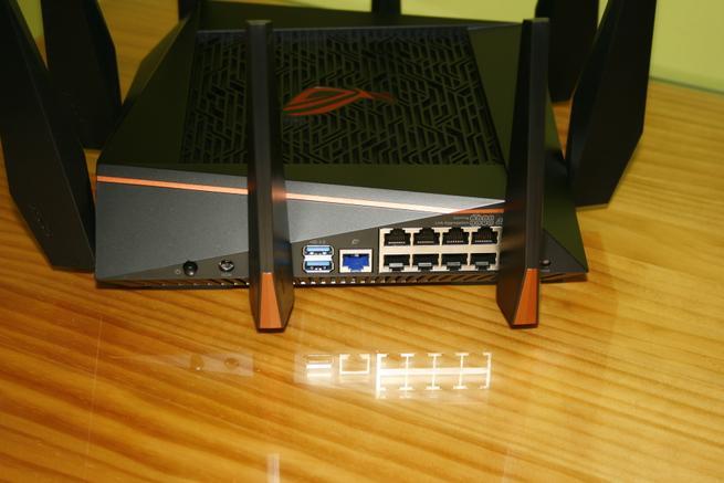 Trasera del router gaming de alto rendimiento ASUS GT-AC5300