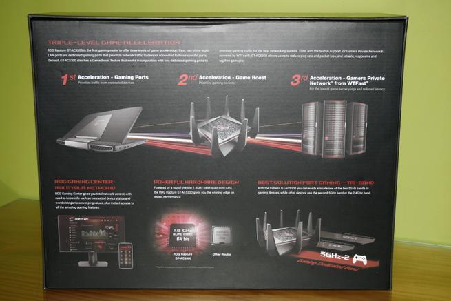 Trasera de la caja del router ASUS GT-AC5300 con las especificaciones gaming en detalle