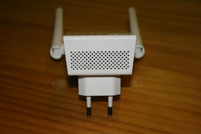 Zona inferior del repetidor Wi-Fi ASUS RP-AC55