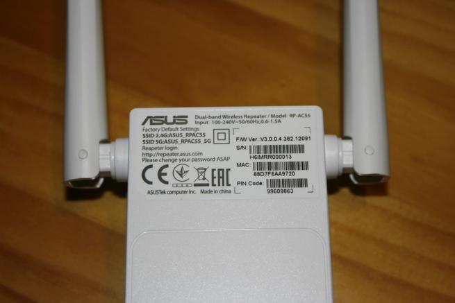 Conoce la pegatina del repetidor ASUS RP-AC55 en detalle