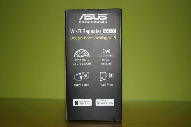 Lateral derecho de la caja del repetidor Wi-Fi ASUS RP-AC55
