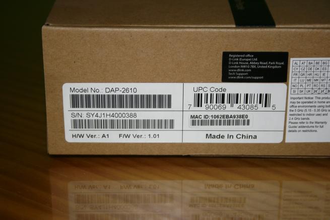 Detalle de la dirección MAC y número de serie del AP profesional D-Link DAP-2610