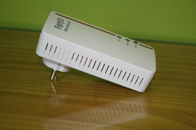 Lateral izquierdo del PLC con Wi-Fi FRITZ!Powerline 1260e