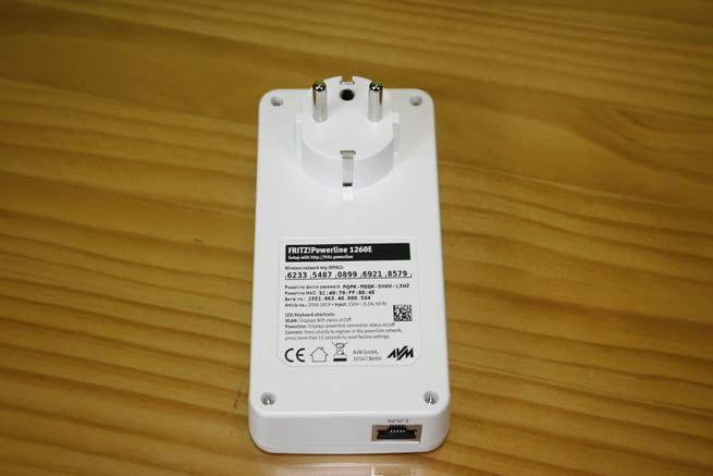 Zona posterior del PLC con Wi-Fi FRITZ!Powerline 1260e