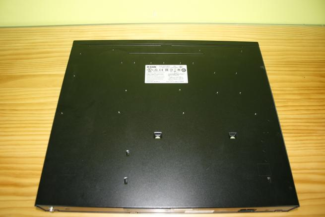 Zona inferior del switch L3 D-Link DGS-3630-28PC