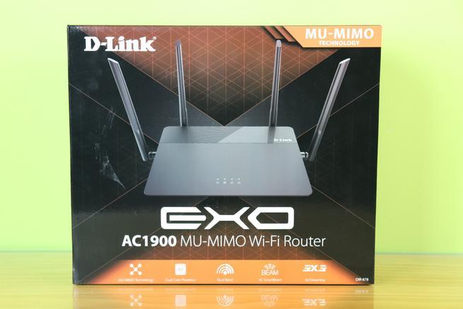 Frontal de la caja del router neutro D-Link DIR-878