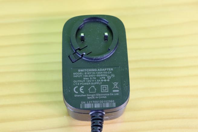 Transformador de corriente del router neutro D-Link DIR-878