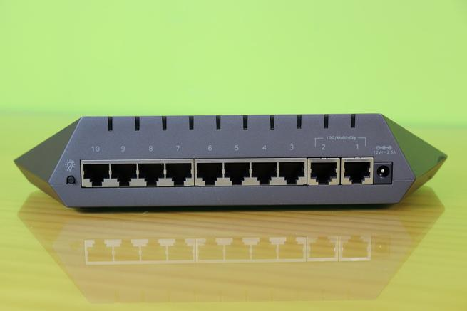 Puertos 10Gigabit y Gigabit del switch NETGEAR Nighthawk GS810EMX