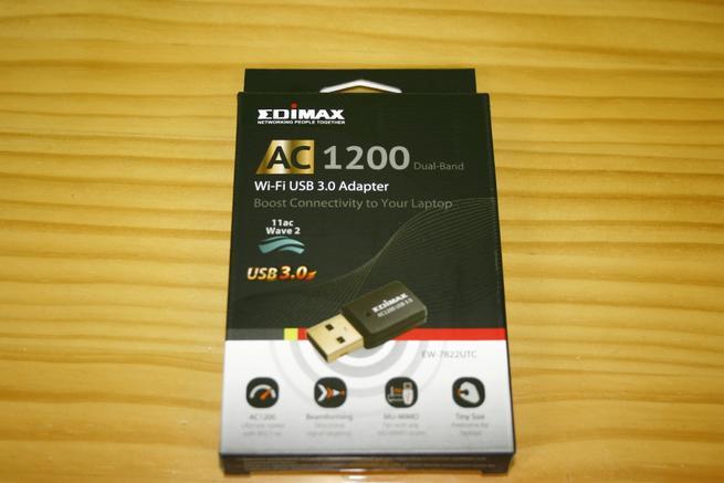Frontal de la caja del adaptador Wi-Fi Edimax EW-7822UTC