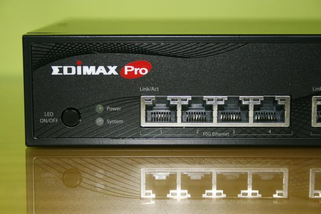 Detalle de los LEDs y puertos 10Gigabit del switch Edimax XGS-5008