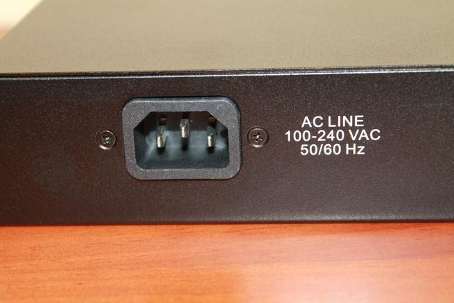 Conector trasero del Edimax GS-1008P V2