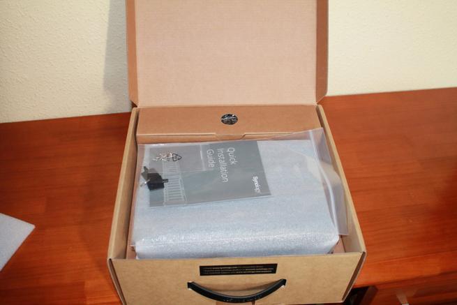 Apertura de la caja del Synology DS718+