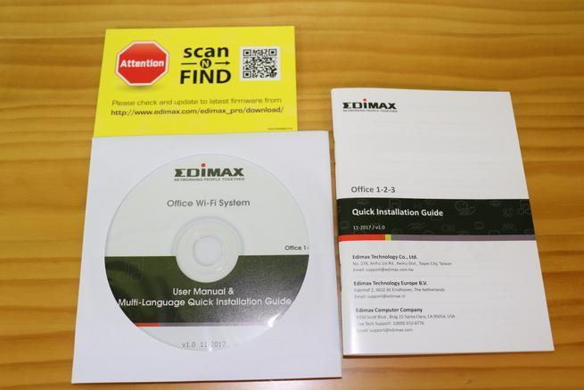 Documentación en papel y CD del Edimax Office 1-2-3 en detalle