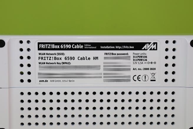 Pegatina en detalle del router FRITZ!Box 6590 Cable