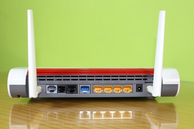 Puertos físicos del router multifunción FRITZ!Box 6890 LTE