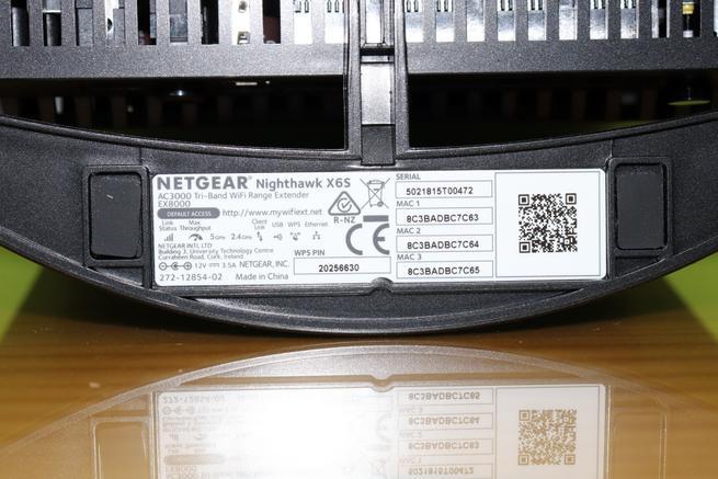 Datos de acceso del repetidor Wi-Fi NETGEAR EX8000 en detalle