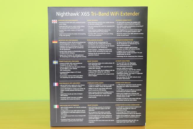 Trasera de la caja del repetidor Wi-Fi tribanda NETGEAR EX8000