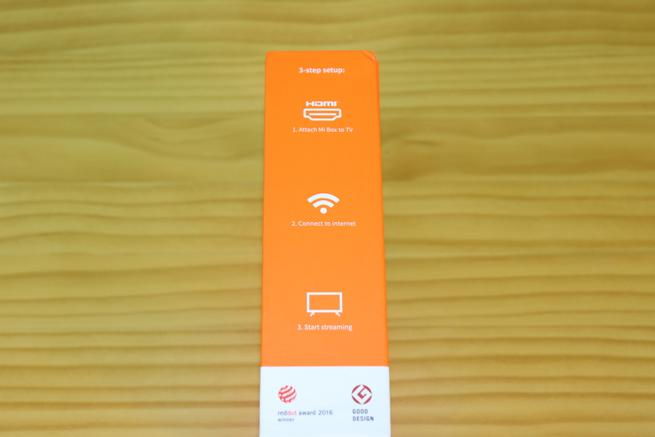 Lateral derecho de la caja del reproductor multimedia Xiaomi Mi TV Box 4K
