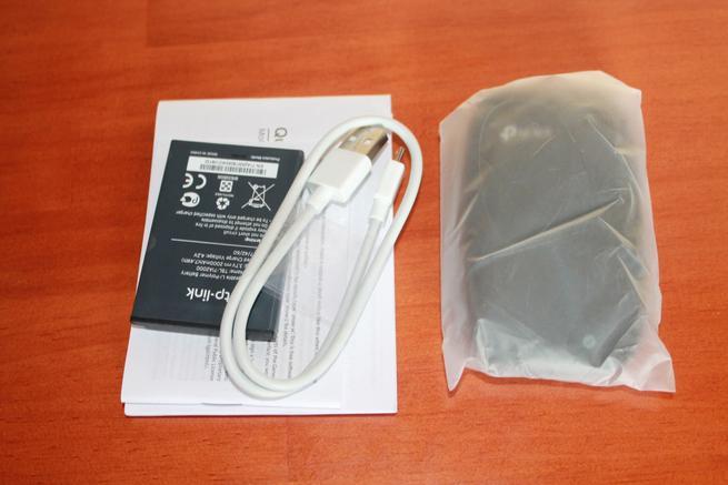 Contenido de la caja del TP-Link M7200