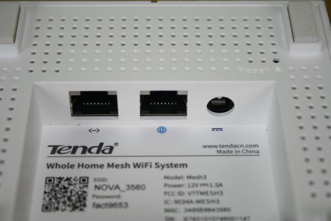 Conector de alimentación y puertos Gigabit Ethernet del Tenda NOVA MW6
