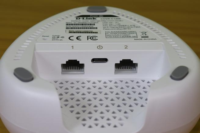 Puertos Gigabit Ethernet y alimentación del D-Link COVR-C1203