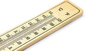 ¿Influye la temperatura ambiente en el rendimiento de los PLCs?