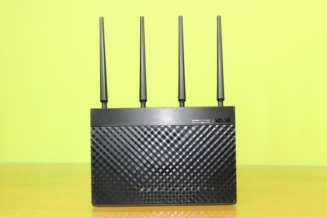 Frontal del router 4G ASUS 4G-AC68U en todo su esplendor