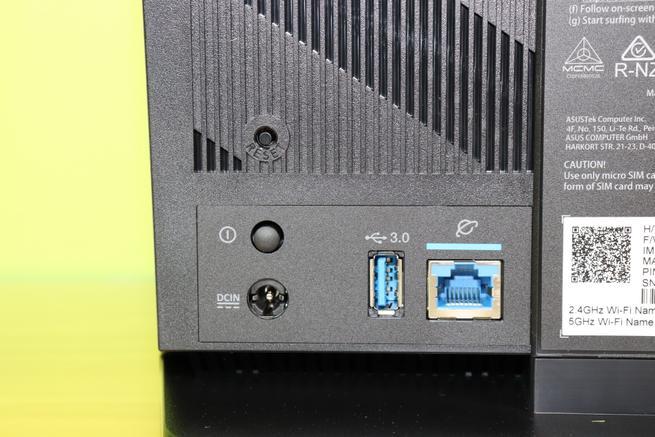 USB 3.0 y puerto WAN Gigabit del router 4G ASUS 4G-AC68U
