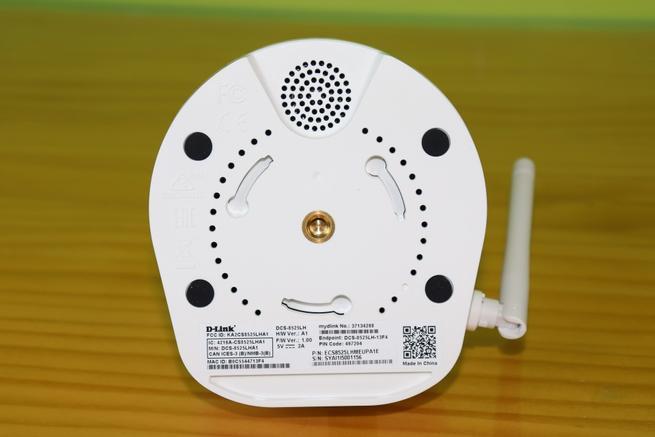 Inferior de la cámara IP D-Link DCS-8525LH en detalle