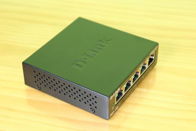 Lateral izquierdo del switch D-Link DGS-105