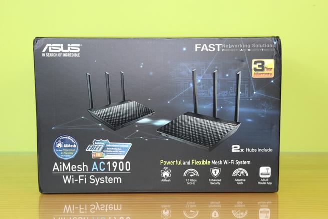 Frontal de la caja del ASUS RT-AC67U, un sistema Wi-Fi Mesh