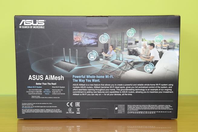 Trasera de la caja del sistema Wi-Fi Mesh ASUS RT-AC67U