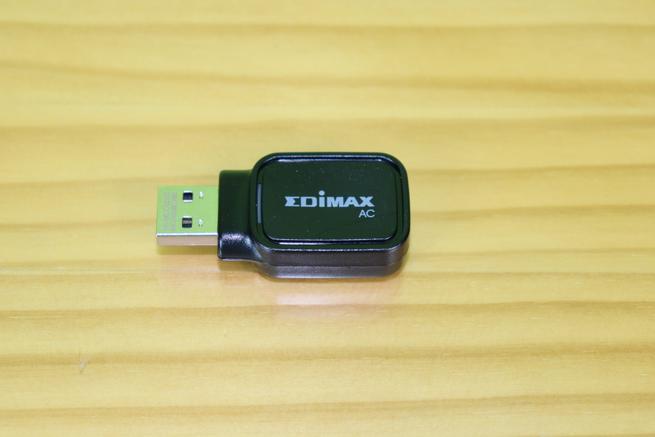 Frontal del adaptador Wi-Fi y Bluetooth Edimax EW-7611UCB