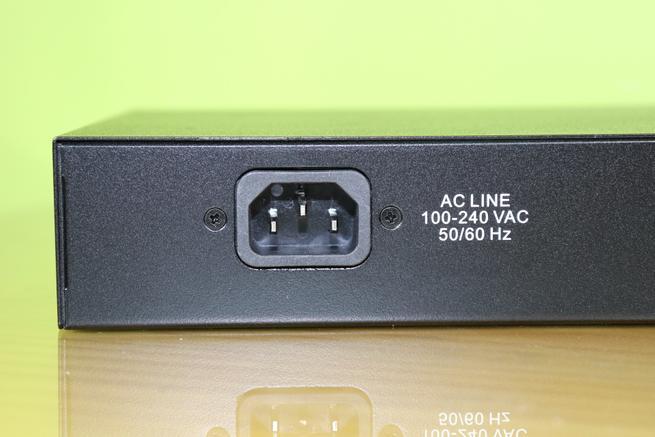 Conector de alimentación del switch Edimax GS-5208PLG