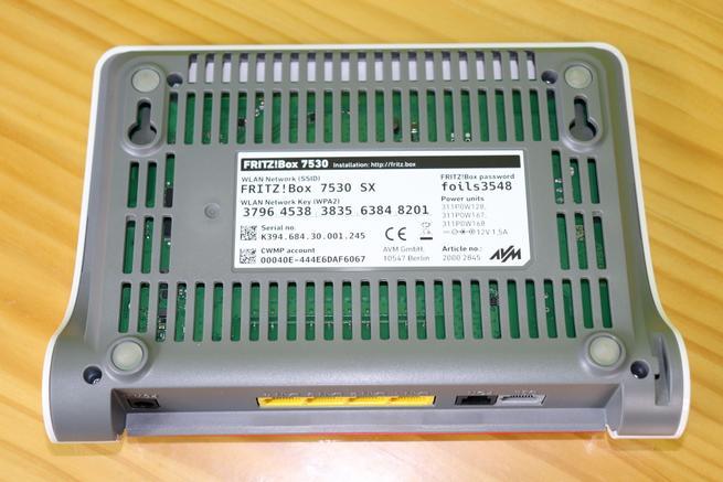 Rejilla de ventilación del router xDSL AVM FRITZ!Box 7530 en detalle