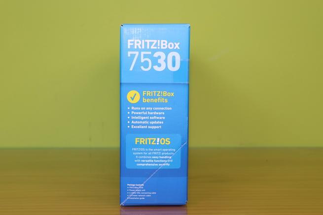 Lateral derecho del router AVM FRITZ!Box 7530 en detalle