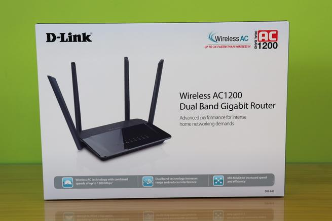Frontal de la caja del router neutro D-Link DIR-842 con sus características