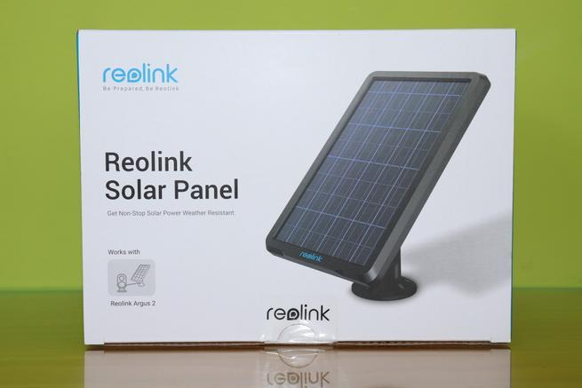 Frontal de la caja del panel solar Reolink Solar Panel en detalle