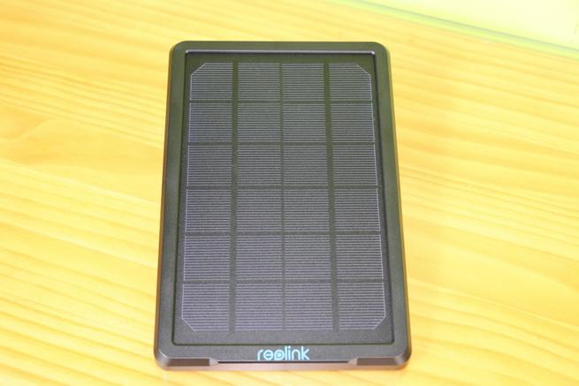 Frontal del Reolink Solar Panel con todo detalle