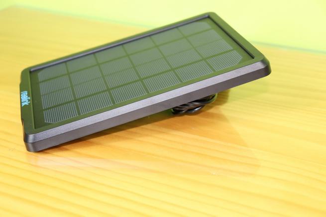 Lateral derecho del Reolink Solar Panel en detalle