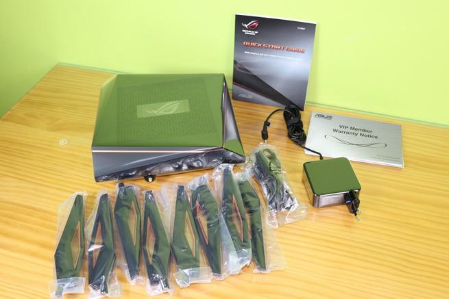 Contenido de la caja del router ASUS ROG Rapture GT-AX11000 en detalle