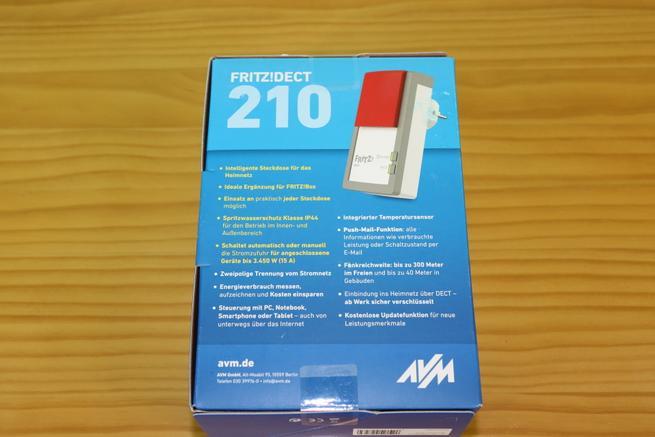 Trasera de la caja del enchufe inteligente AVM FRITZ!DECT 210