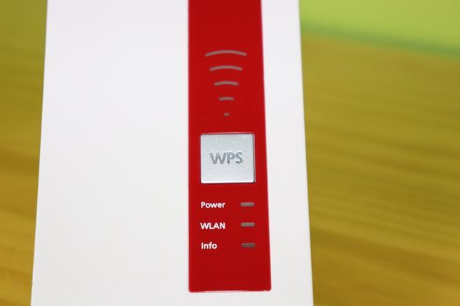 LEDs de estado y botón WPS del repetidor Wi-Fi AVM FRITZ!Repeater 1160