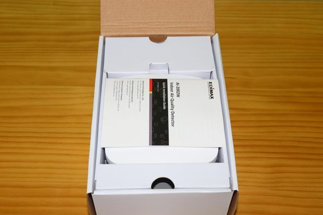 Interior de la caja del dispositivo Edimax AI-2002W